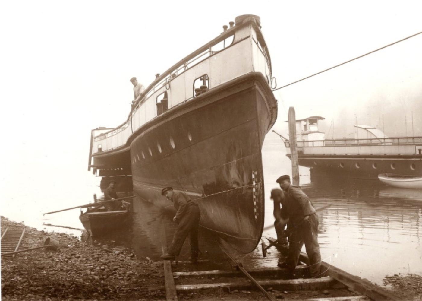 Historische Aufnahme (um 1900) aus der «Langwieser Werft».