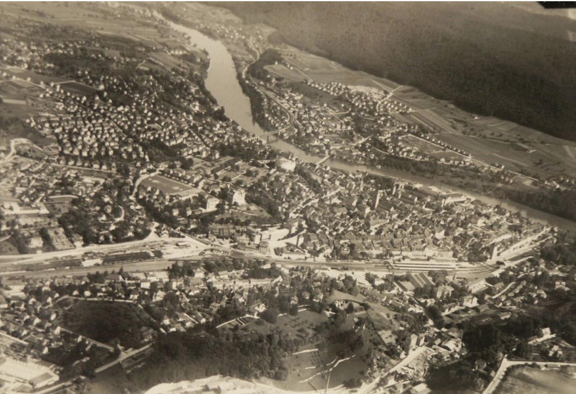 Luftaufnahme von Feuerthalen und Schaffhausen aus dem Jahr 1946.