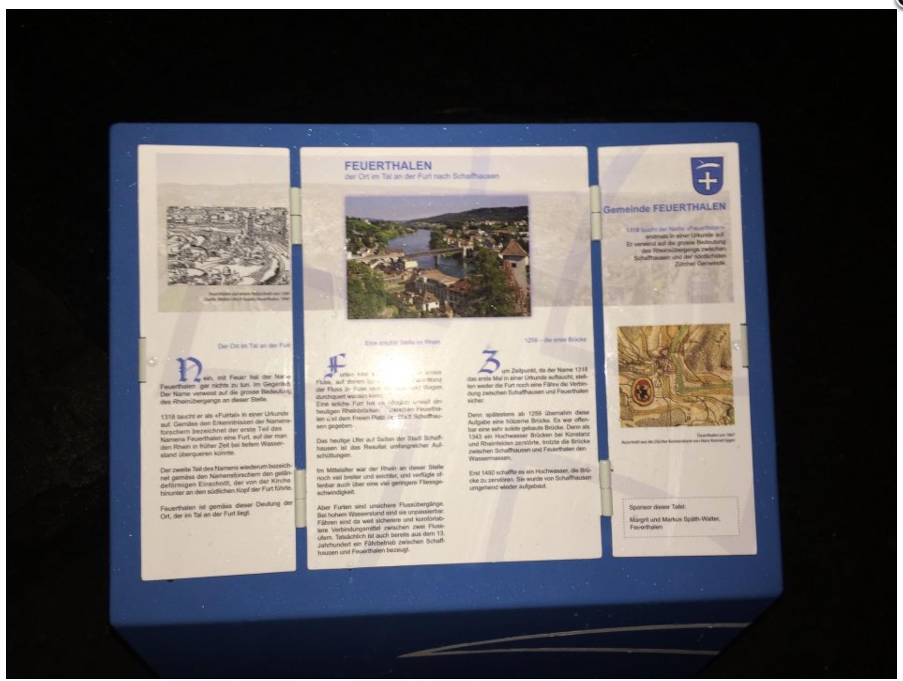 Die erste von zwölf historischen Stelen, platziert beim Zentrum Spilbrett, thematisiert die Ersterwähnung der Gemeinde Feuerthalen